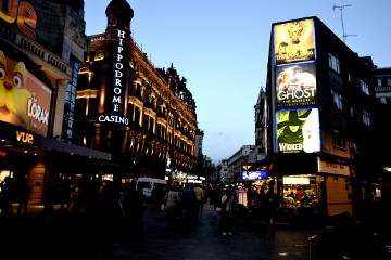 travel photography people london waphalftonedots